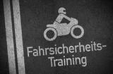 Asphalt Straße mit Fahrsicherheitstraining für Motorrad Motorräder