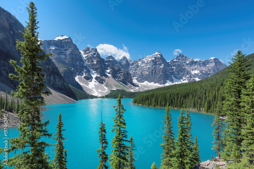 Foto Spatwand Canada Beautiful turquoise waters of the Moraine Lake with snow-covered peaks above it in Rocky Mountains, Banff National Park, Canada.