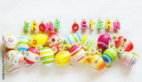 Leinwanddruck Bild Ostern, Frohe Ostern, Ostereier, bunt, auf weißem Holz, Banner, Panorama, hochauflösend, Textraum, copy space