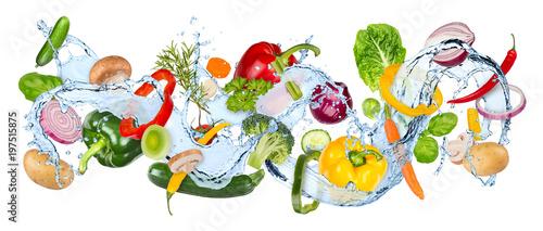 water splash panorama with various vegetables fresh basil ans thyme herb leafs isolated on white background / gemüse wasserspritzer wasser kochen hintergrund isoliert