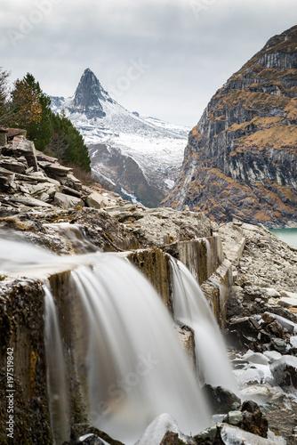 Wasserfall am Zerfreilasee / Valser Tal / Graubünen in der Schweiz - 197519842