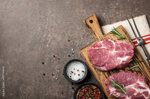 Foto op Plexiglas Steakhouse Raw pork steaks with rosemary and spices