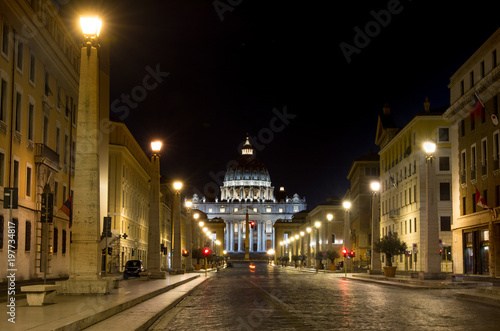 Foto op Plexiglas Rome Night view at St. Peter's cathedral in Rome, Italy
