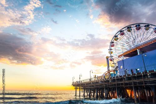 Fotobehang Amusementspark Santa Monica pier at sunset