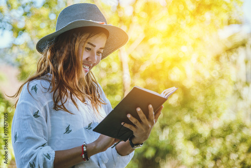 Aluminium Zwavel geel Asian woman travel nature. Travel relax. Study read a book. Nature Education Write a note At public park in summer. In Thailand