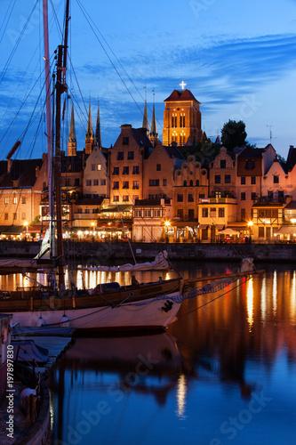 obraz lub plakat Old Port City of Gdansk at Twilight Evening in Poland
