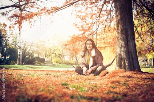 Foto Murales Young girl in park.