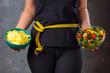 Leinwanddruck Bild - .Gewichtsreduzierung Diät Konzept (Zucker gegen Obst und Gemüse)