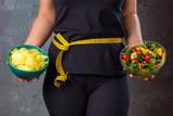 .Gewichtsreduzierung Diät Konzept (Zucker gegen Obst und Gemüse)
