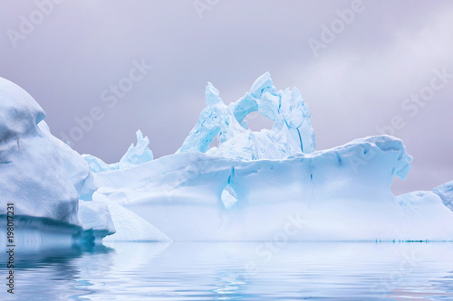 Foto Spatwand Antarctica Ice Formation in Antarctica. Just beyond the Gerlache Straits is where this Ice Garden exists
