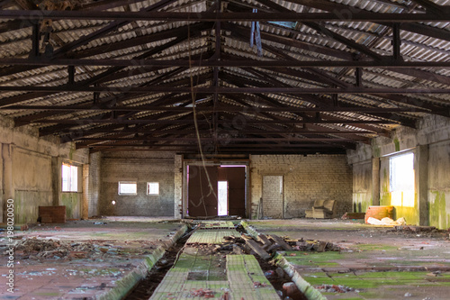 Fotobehang Oude verlaten gebouwen Abandoned farm building