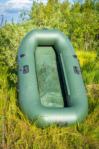 In de dag Schipbreuk Inflated rubber boat for fishing on the shore