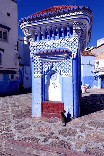 Foto op Plexiglas Marokko Maroc, Chefchaouen, quartier historique, village bleu, architecture, fontaine