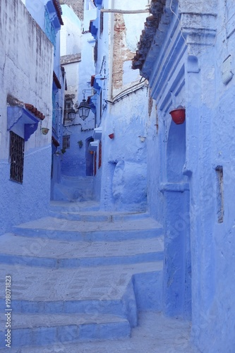 Poster Smal steegje Maroc, Chefchaouen, quartier historique, village bleu, architecture, porte