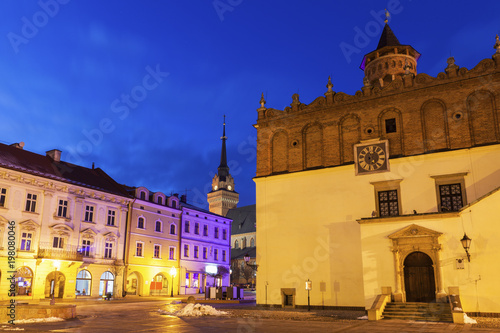 Fotobehang Donkerblauw City Hall of Tarnow at night