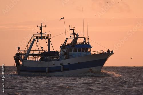 Gentes del mar pescando