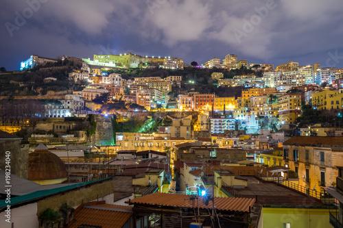Fotobehang Napels Panorama vom Bezirk Vomero in Neapel bei Nacht