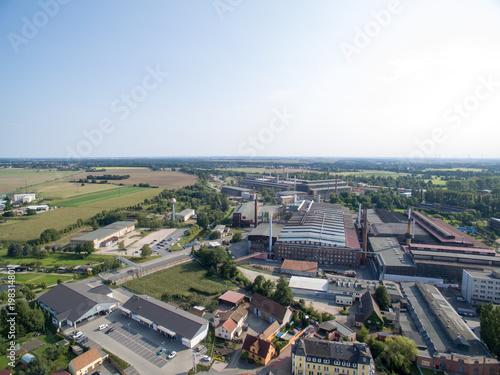 Luftbild Straße Stadt Urban Dorfleben Fabrikhalle Industrie Gewerbegebiet