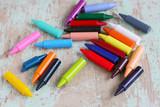 Malen mit bunter Wachsmalkreide, Wachsmalstifte für Kinderhände und eine künstlerische Beschäftigung, Stifte - 198334252