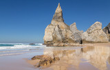 Praia da Ursa Strand mit Felsen in Portugal