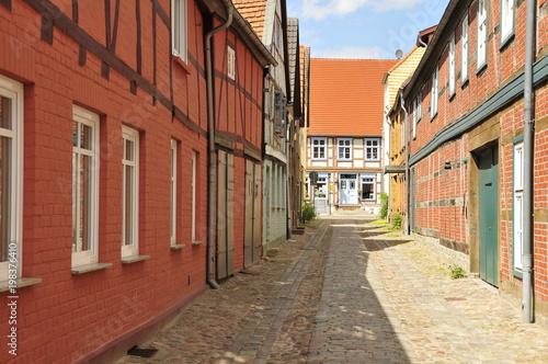 Poster Smal steegje einsame Gasse in Ostdeutschland