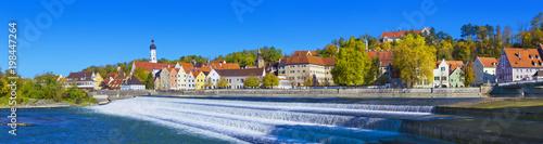 Poster Panoramafoto s Landsberg am Lech mit dem Lechwehr