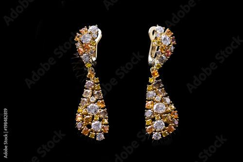 złote kolczyki z brylantami