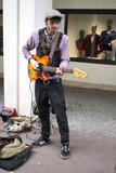 Artiste de rue. Guitariste - 198579225
