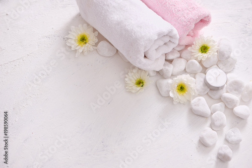 Foto op Plexiglas Spa monochrome cosmetic set in SPA concept on white background