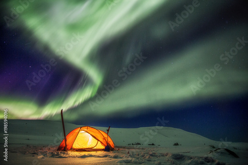 Plexiglas Noorderlicht Zelt unter Nordlichtern