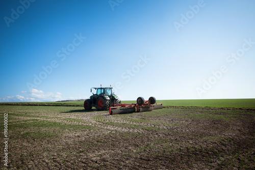 Fotobehang Blauwe hemel agriculteur au travail