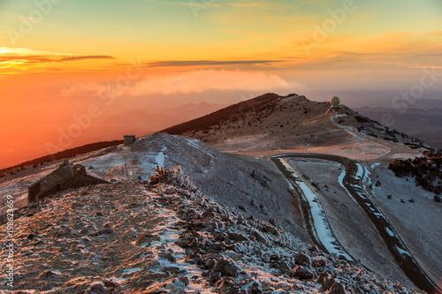 Foto op Plexiglas Oranje eclat Mont Ventoux