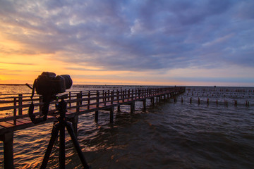 Take the photo of sunrise at the bridge