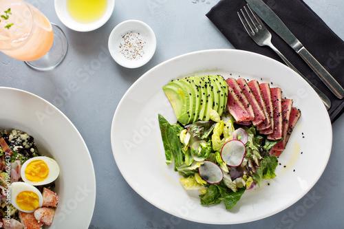 Foto op Plexiglas Steakhouse Tuna salad with sliced avocado