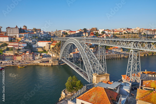 Foto Murales Luis I Bridge across the Douro River in Porto, Portugal.