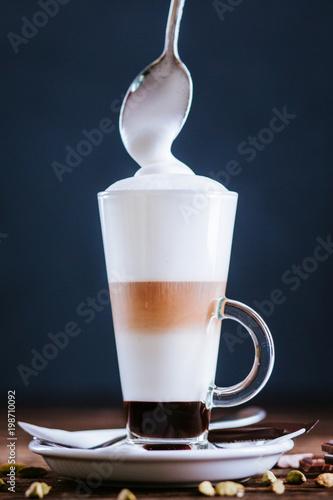 latte-z-czekolada-i-kardamonem