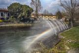 arcobaleno generato dagli spruzzi dell'acqua, goito mantova