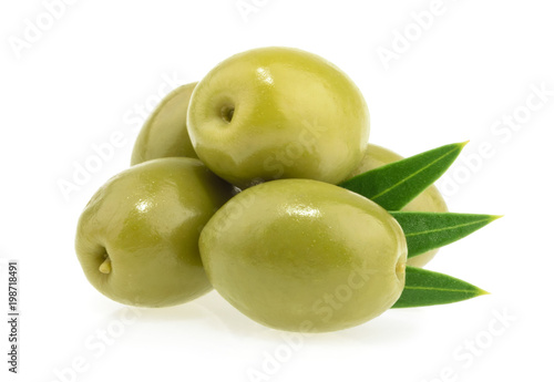 Foto Murales Green olives isolated on white background