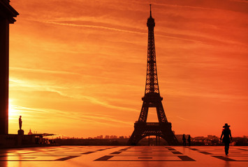 Sunrise over Eiffel tower and tourist on Trocadero plaza