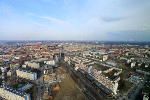 Panorama Wrocławia z linią horyzontu, widok z wieżowca Sky Tower.