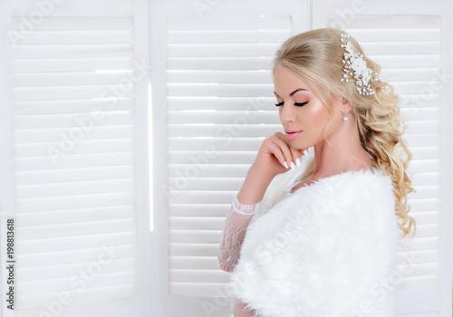 Foto op Plexiglas Kapsalon Junge Frau im Hochzeitskleid, Hochzeit, Braut - Hochzeitsfrisur & Makeup