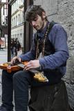 Artiste de rue. Guitariste - 198818085