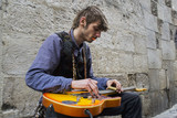 Artiste de rue. Guitariste - 198823296