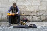 Artiste de rue. Guitariste - 198825037