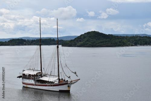 Foto op Plexiglas Schip Old Big Ship Sailboat