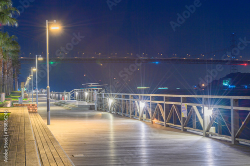 Poster Aubergine 唐戸市場前遊歩道から見る関門海峡夜景