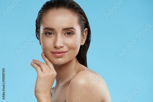 Beauty Face. Beautiful Woman With Healthy Wet Skin