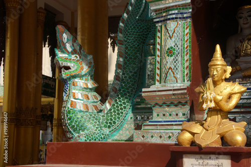 Fotobehang Boeddha Dragon guardian of the Bell of King
