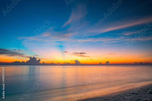 Foto op Plexiglas Ochtendgloren Calm sunset over ocean on Maldives