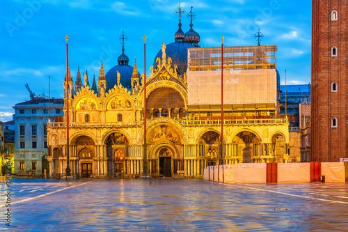 Fotobehang Venetie Piazza San Marko at dusk, Venice